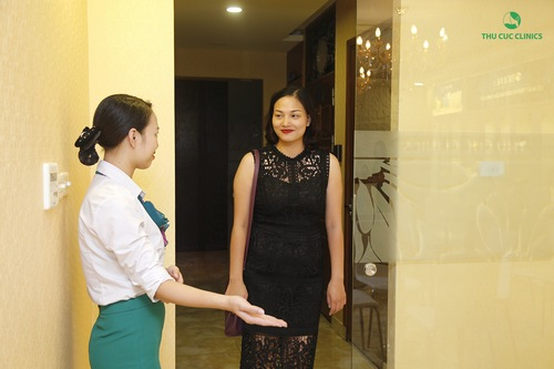 Tại Thu Cúc Clinics, khách hàng tới làm đẹp được tiếp đón tận tình chu đáo