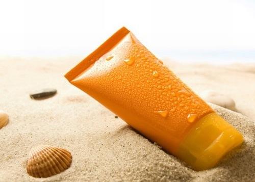 Kem chống nắng không chỉ bảo vệ da mà còn giúp da không bị tổn thương và tạo điều kiện thuận lợi cho mụn biến mất.