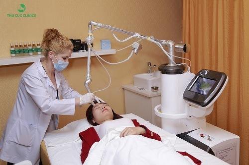 Laser CO2 là công nghệ đốt mụn cóc ở bàn chân hiện đại