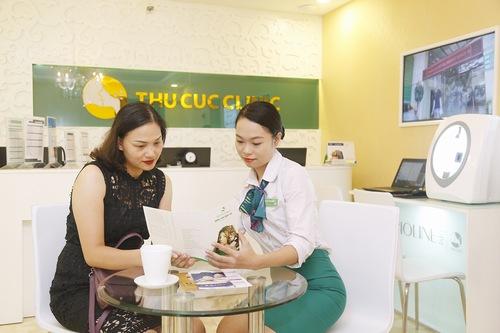 Chuyên viên tại Thu Cúc Clinics tận tình chu đáo giúp khách hàng cảm thấy hài lòng khi sử dụng dịch vụ tại đây