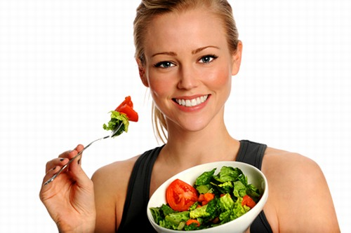 Trong thực đơn hàng ngày hãy tăng cường rau xanh, trái cây và các thực phẩm chứa nhiều vitamin, khoáng chất có lợi cho da.