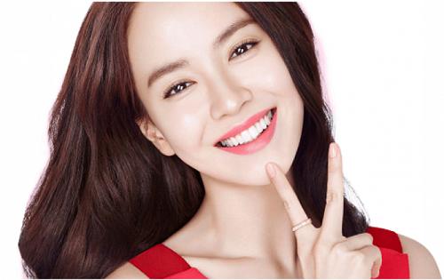 Khuôn mặt xinh đẹp, trẻ trung và tươi tắn sẽ giúp phái đẹp tự tin khi đi chơi Tết