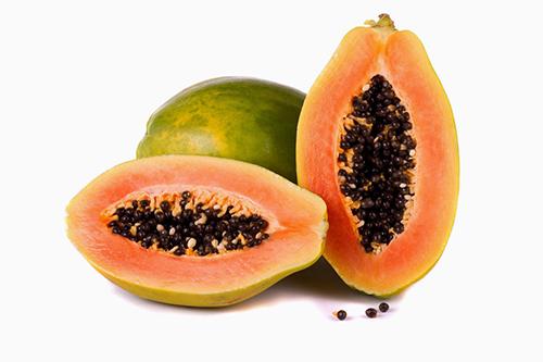 Đu đủ chứa nhiều chất dinh dưỡng giúp cung cấp dưỡng chất, ngăn ngừa mụn phát triển