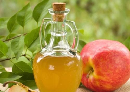 Dấm táo có tác dụng làm mờ những hắc sắc tố thâm sạm trên bề mặt da hiệu quả.