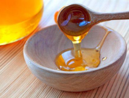 Sử dụng mật ong để hỗ trợ trị mụn trứng cá