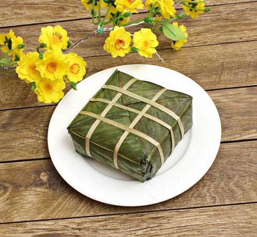 Bánh chưng là một thực phẩm được chế biến từ xôi nếp nên trong vòng 1 tháng đầu sau khi phun môi bạn nên kiêng tuyệt đối.