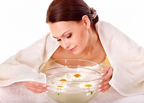 Để làm sạch sâu, ngoài rửa mặt sạch sẽ, tẩy da chết đều đặn, thi thoảng bạn hãy dành vài phút để xông hơi da mặt.