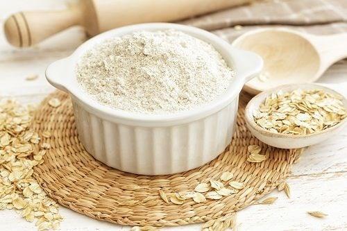 Các dưỡng chất trong bột yến mạch sẽ kiềm dầu, hạn chế da tiết nhờn hiệu quả.