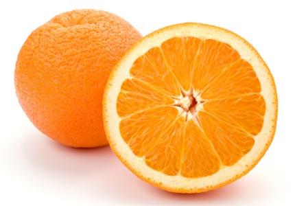 Cam chứa nhiều vitamin C nên ngoài công dụng trị mụn còn có thể hỗ trợ làm sáng mịn da
