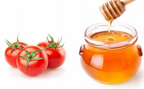 Cà chua kết hợp với mật ong có thể làm se khít lỗ chân lông