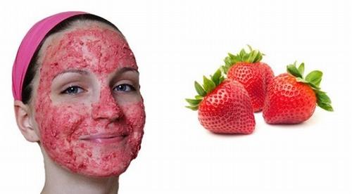 Đắp mặt nạ dâu tây sẽ giúp cải thiện nám cực kì tốt
