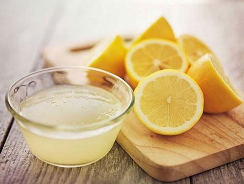 Thành phần trong chanh chứa nhiều vitamin C, acid tự nhiên vừa tẩy sạch tế bào chết vừa nuôi dưỡng làn da trở nên sáng mịn nhanh chóng.