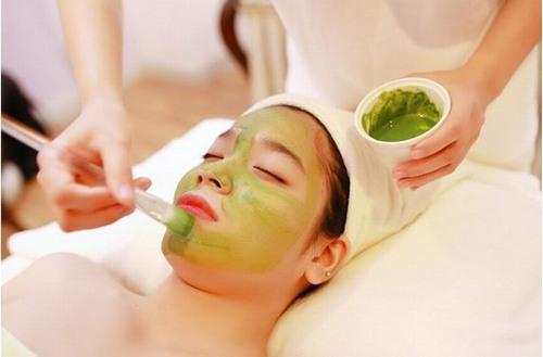Đắp mặt nạ sẽ giúp nuôi dưỡng da từ sâu bên trong để da sáng mịn trong những ngày Tết