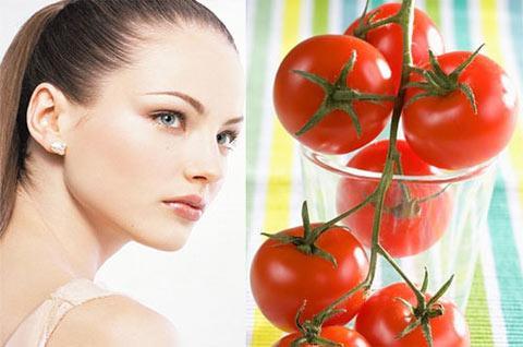 Cà chua không chỉ cung cấp chất dinh dưỡng mà còn có tác dụng trị mụn đầu đen giúp chị em lấy lại sự tự tin