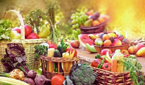 Hãy tăng cường bổ sung vitamin từ hoa quả, rau xanh và uống nhiều nước