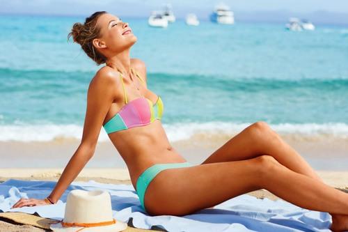 Để thật tự tin khi diện bikini, chị em thường chọn cách tẩy lông giúp làn da trở nên mịn màng, sáng hồng hơn.
