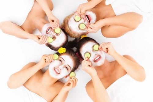 Để làn da luôn sáng mịn, khỏe mạnh trong mùa hè thì bạn bạn nên có chế độ chăm sóc da hợp lý, sử dụng các loại mặt nạ dưỡng da đều đặn.