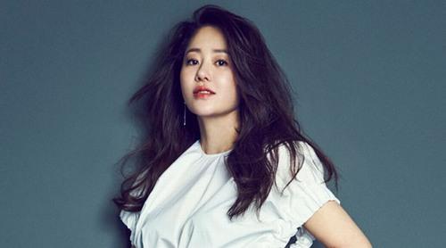 Go Hyun Jung đặc biệt chú ý tới chế độ ăn của mình bằng cách chăm chỉ uống trà bưởi, hạn chế ăn đồ ngọt và các món ăn quá mặn.