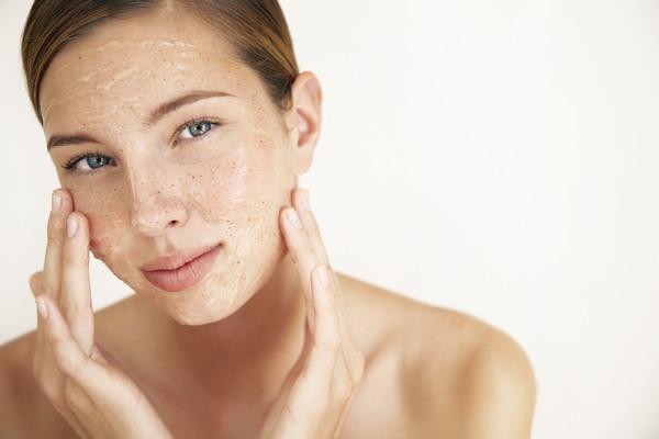 Tẩy da chết giúp làn da sáng mịn, dễ hấp thu dưỡng chất từ sản phẩm dưỡng hơn