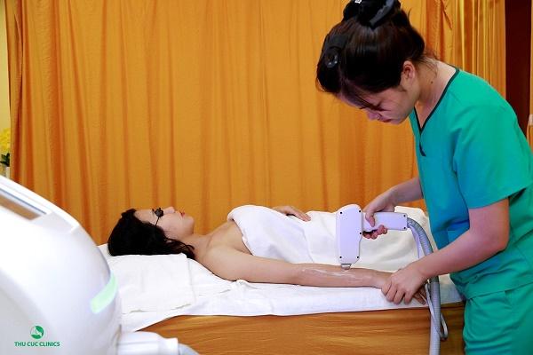 Tại Thu Cúc Clinics đang ứng dụng phương pháp triệt lông vùng kín bằng công nghệ Laser Diode hiện đại.
