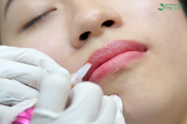 Thu Cúc đang ứng dụng đa dạng các dịch vụ phun môi đem lại hiệu quả thẩm mỹ tối ưu.
