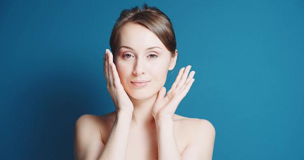 Với làn da nhạy cảm bạn nên sử dụng các sản phẩm chuyên biệt dành cho da nhạy cảm, nguồn gốc từ thiên nhiên