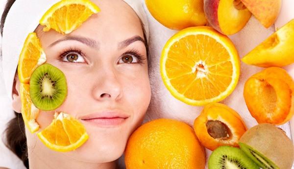 Trong cam chứa hàm lượng cao vitamin C - chất không thể thiếu trong quá trình chăm sóc và làm đẹp da.