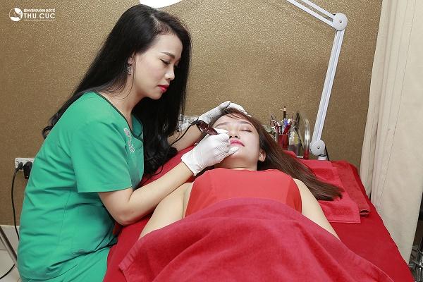 Với nhiều ưu đãi hấp dẫn, phun môi tại Thu Cúc giúp chị em được làm đẹp với chi phí cực hời.