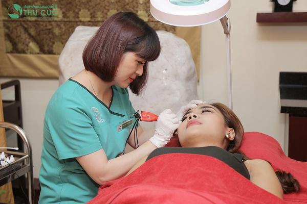 Thu Cúc Clinics là địa chỉ phun thêu lông mày uy tín tại Sài Gòn được đông đảo khách hàng tin chọn.