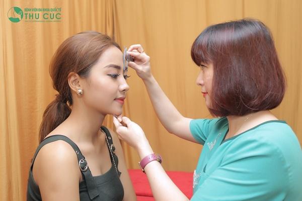 Tại đây đang ứng dụng các phương pháp phun xăm lông mày như: Điêu khắc lông mày, phun thêu lông mày...