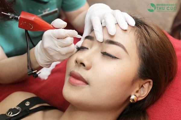 Tại Thu Cúc đang ứng dụng đa dạng các dịch vụ phun lông mày đem lại hiệu quả cao.