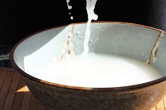 Rượu gạo được nhiều người ưa chuộng sử dụng vì đơn giản, tiết kiệm nhưng cũng chỉ mang lại được hiệu quả phần nào trong việc ngăn ngừa chứ không trị tận gốc được mụn