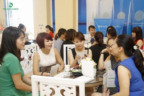 Với những ưu đãi hấp dẫn, rất đông khách hàng đã đến Thu Cúc Clinics để được tận hưởng các dịch vụ làm đẹp yêu thích của mình