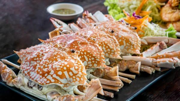Hãy kiêng ăn hải sản trong khoảng 1 tháng đầu sau khi phun xăm môi