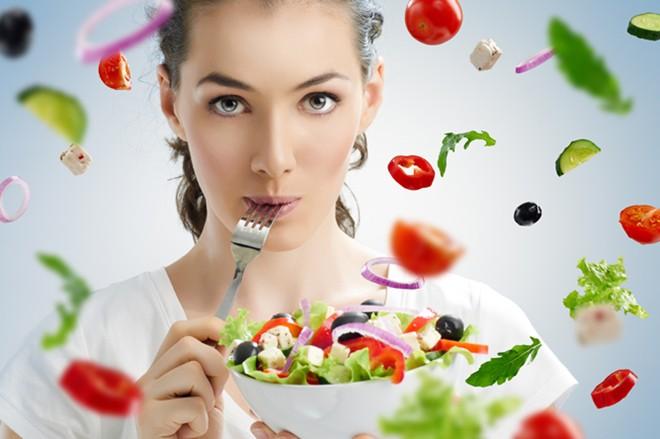 Bên cạnh chế độ chăm sóc da mặt phù hợp, các chị em cũng cần phải đặc biệt chú ý tới chế độ ăn uống và nghỉ ngơi để duy trì cơ thể khỏe mạnh từ sâu bên trong