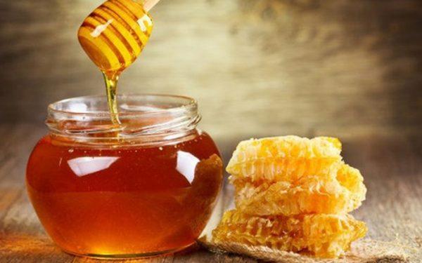 Mật ong là cách tẩy lông bụng dành cho nam đơn giản, hiệu quả tại nhà được nhiều người thường xuyên áp dụng