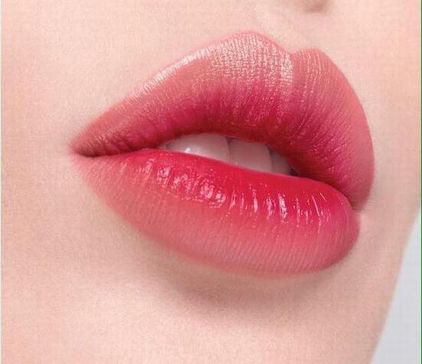Phun môi phủ bóng pha lê giúp đôi môi chị em mềm mại, cuốn hút