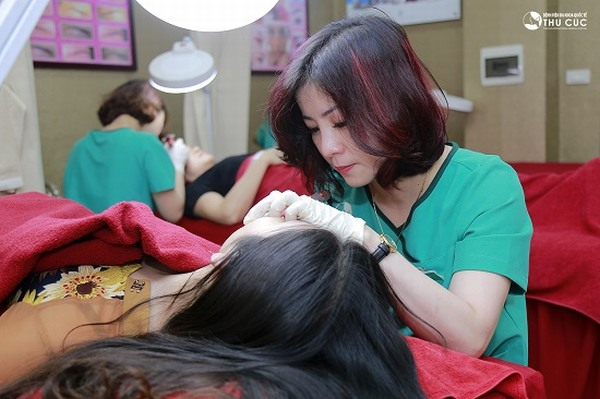 Là thương hiệu chăm sóc da và điều trị thẩm mỹ da uy tín, Thu Cúc Clinics là địa chỉ phun môi thẩm mỹ được đông đảo chị em tin chọn.
