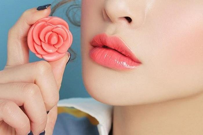 Phun môi pha lê hiện đang trở thành xu hướng làm đẹp được đông đảo chị em tin chọn.