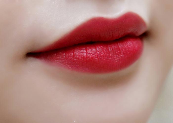 Phun môi bao lâu thì được đánh son?