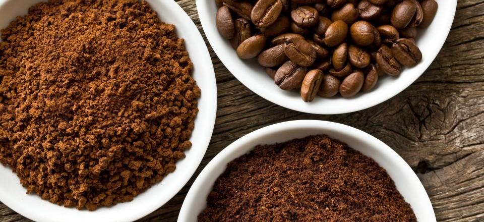 Bã cà phê là một trong những biện pháp giúp tẩy bỏ tế bào da chết đồng hỗ trợ làm trắng sáng da hiệu quả