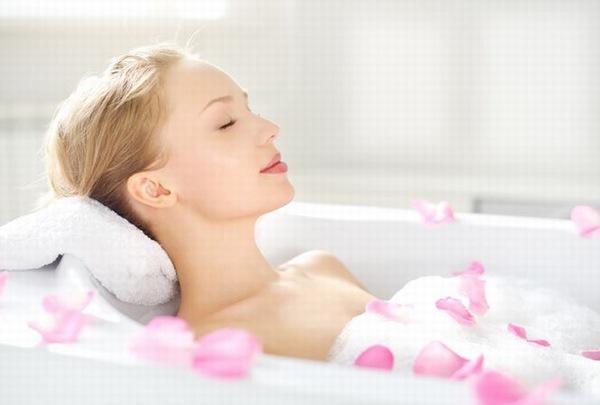 Tắm trắng là giải pháp mà các chị em ưa chuộng thực hiện để cải thiện sắc tố làn da