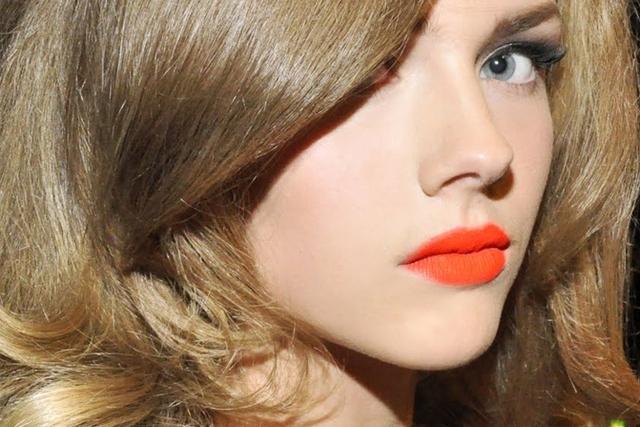 Top 9 màu đẹp nhất trong bảng màu phun môi pha lê