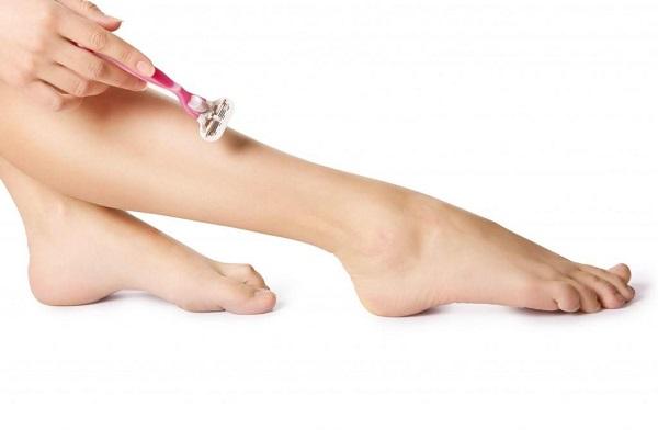 Tẩy lông bằng dao cạo chỉ là phương pháp tạm thời, lông có thể mọc lại cứng hơn