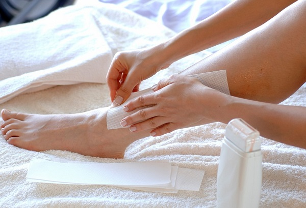 Waxing thường xuyên có thể làm thâm da và gây viêm lỗ chân lông