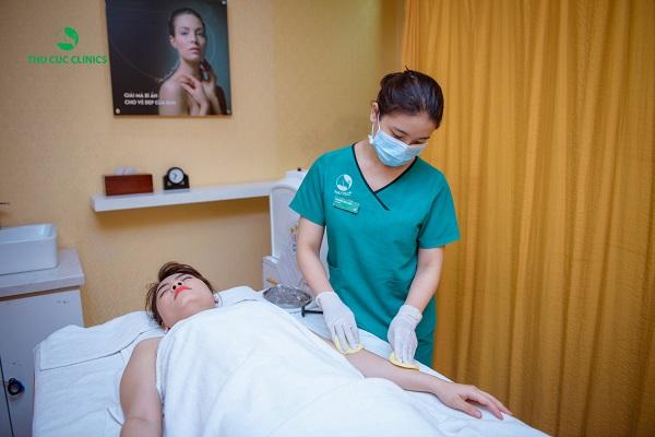 Tại Thu Cúc, khách hàng được triệt lông bằng công nghệ Diode Laser