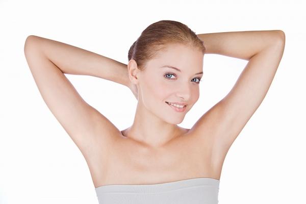 Triệt lông nách giúp bạn có vùng da dưới cánh tay sáng mịn. Vậy triệt lông nách viễn viễn bao nhiêu tiền?