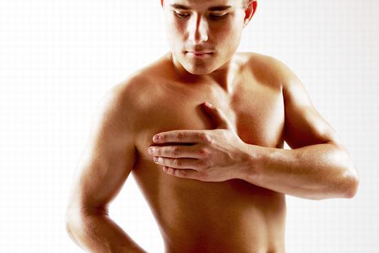 Nam giới cũng cần làm sạch vùng da dưới cánh tay