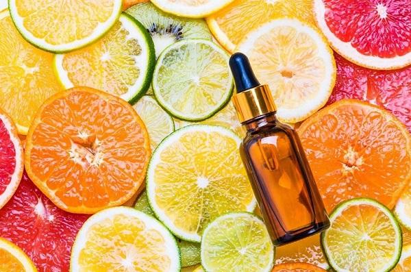 Vitamin C là một nguyên liệu làm trắng da an toàn và hiệu quả