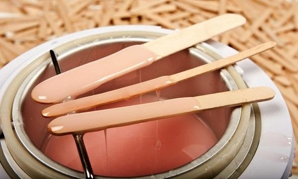 Wax lông chân tại nhà có ưu và nhược điểm gì?